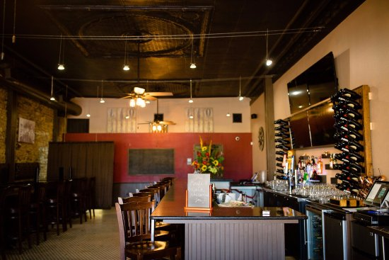 Gatesville, TX: The Knife and Cork welcomes guests with a warm, friendly atmosphere.