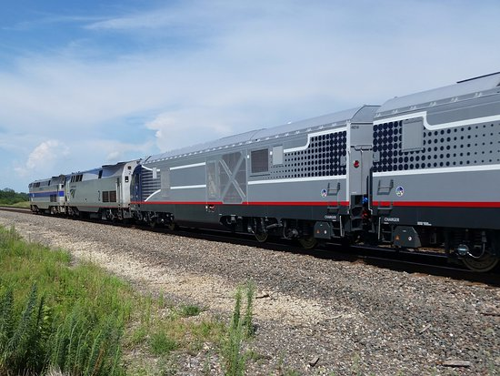 Amtrak 40 Annivaersary unit Pulls #4 EB out of La Plata, MO with two new engines for Midwest ser