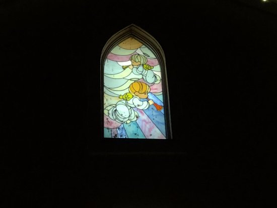Carthage, MO: Stained glass on the chapel