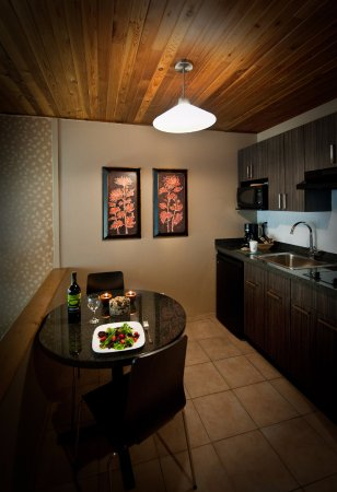 Executive Inn At Whistler Village: Kitchenette in the Studio Room