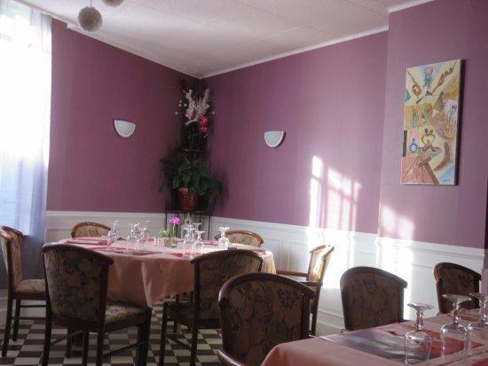belle déco de la salle - Picture of La Madeleine D\'illiers, Illiers ...