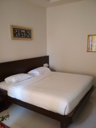 The Royal Oak Hotel: Clean room