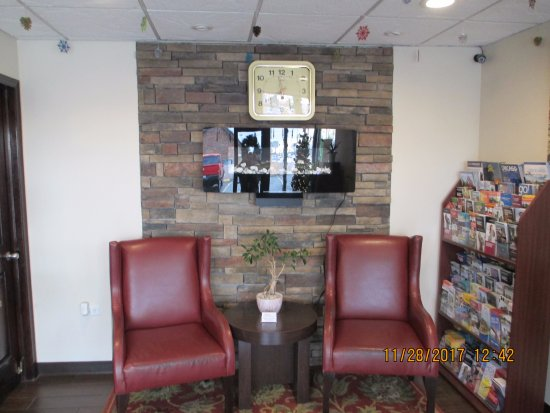 Franklin Park, IL: Sitting area in lobby