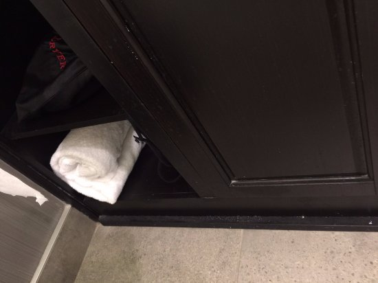Santa Ynez Valley Marriott: Dust on Cabinet