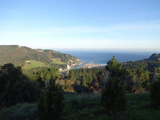 Deba, España: Vistas desde el patio de la casa