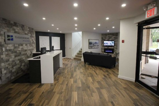 The Harbourfront Inn and Suites: Hotel Lobby