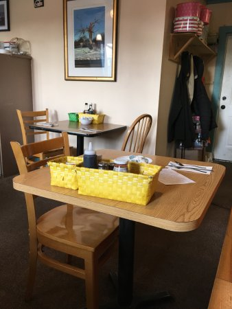 Brass Compass Cafe : Interior