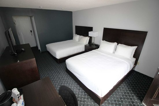 The Harbourfront Inn and Suites: Non-smoking Double Queen Room