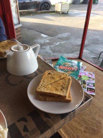 Frampton Cotterell, UK: Tea pot with Toast