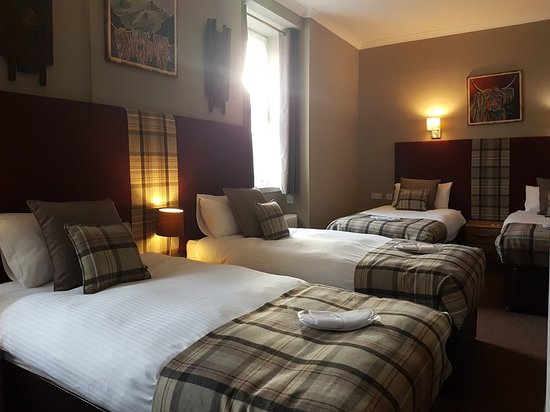 Mauchline, UK: The Fairburn Hotel