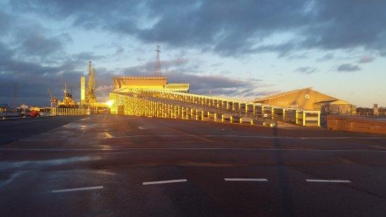 Merikeskus Vellamo: Sunset in late autumn