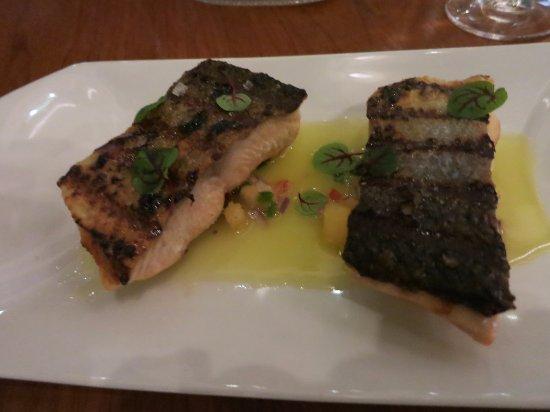 Oxon Hill, Μέριλαντ: grilled salmon filet