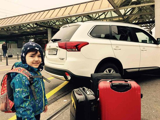 Alptransfer : The First Airport Transfer with Mitsubishi Outlander Leopard