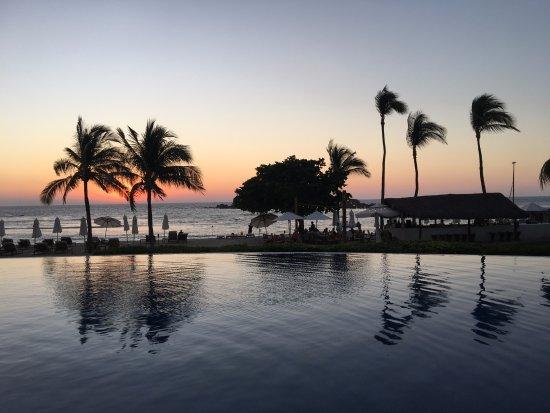 فور سيزونز ريزورت بونتا ميتا: Sunset at the pool
