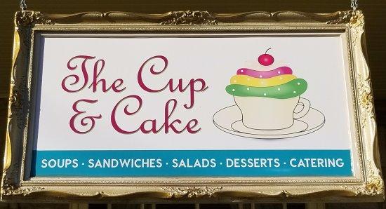 Tillsonburg, Canada: The Cup & Cake Entrance Sign