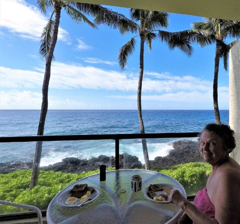Poipu Shores Resort: View from deck -- great place for dining, sitting, watching sunsets