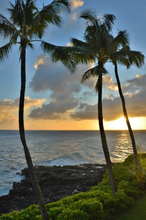 Poipu Shores Resort: Sunset from our oceanfront porch