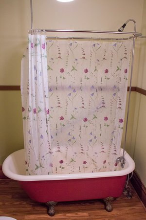 Council Grove, KS: Antique claw foot tubs
