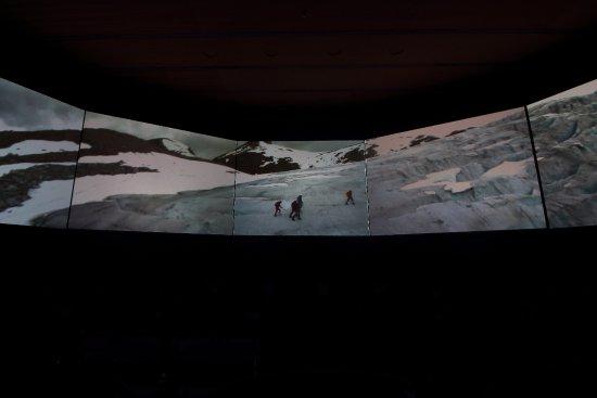Sogndal, Norge: Norwegian Glacier Museum - 5 screen film