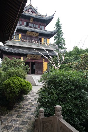 Shanghái, China: view from the temple garden