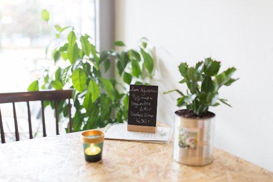 tags ber ist der salon ein helles freundliches caf gruener salon. Black Bedroom Furniture Sets. Home Design Ideas