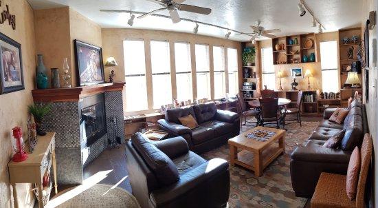 SkyRidge Inn Bed & Breakfast : Lounge area
