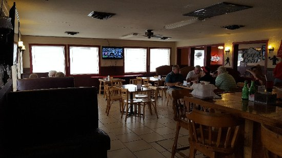 Jack's Sports Grille: Fun atmosphere and great food.