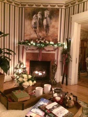 Lady of the Lake Bed and Breakfast: Merry Christmas from The Lady of The Lake B&B