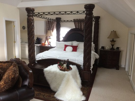 Lady of the Lake Bed and Breakfast: The Loft Suite