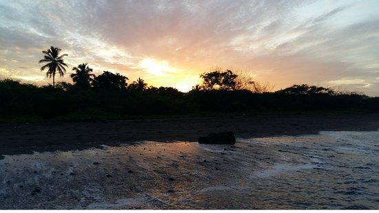 El Viejo, Nicaragua: Amanecer en la playa