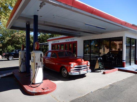 Cottonwood, AZ: former gas station turned diner