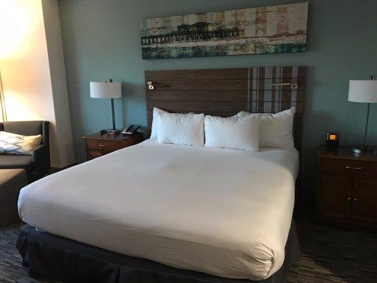 Hilton Gaslamp Quarter: King bed