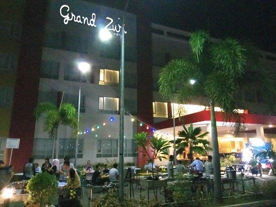 Lahat, Индонезия: Cafe Waroeng Kite, setiap Jumat & Sabtu malam