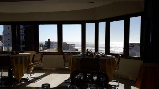 Hosteria Tequendama: Es en el 6 to piso , el comedor con vista al mar, un lugar hermoso.