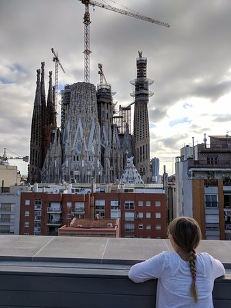 Sensation Sagrada Familia: Rooftop pool and terrace are ridiculous!