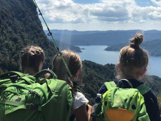 Wairoa, Nova Zelândia: View of the lake from Panekire hut