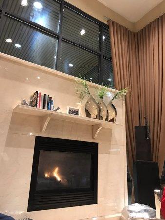 The Listel Hotel Vancouver: Lobby