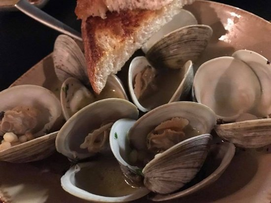 Lakewood, OH: Clams