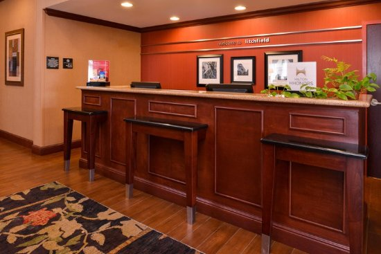 Litchfield, IL: Front Desk