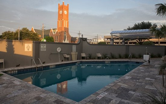 Hope, AR: Enjoy the pool at the Holiday Inn Alexandria Downtown