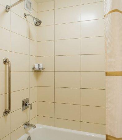 Oak Brook, IL: Guest Bathroom