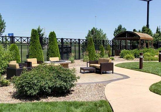Salina, KS: Outdoor Courtyard