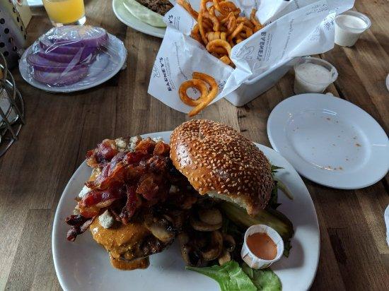 Barney's Gourmet Hamburgers: MVIMG_20171128_130220_large.jpg