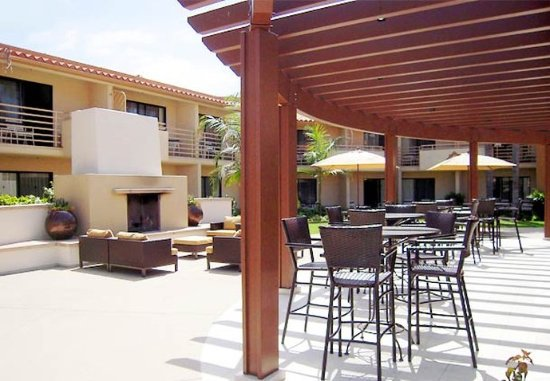 Solana Beach, CA: Patio Seating Area