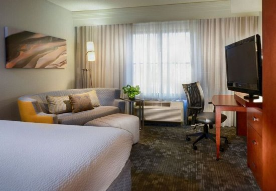 Collierville, TN: King Guest Room