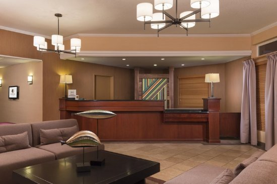 Tigard, OR: Front Desk and Lobby