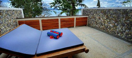 Cocotinos Sekotong, Boutique Beach Resort & Spa: Rinjani villa (Balcony)