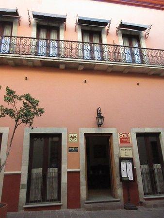 Hotel Alonso 10 Boutique & Arte: Vista frontal del Alonso Diez.