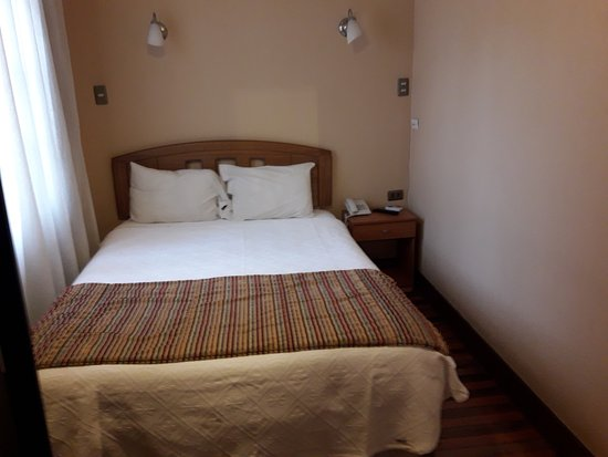 Oporto Boutique Hotel: pequeña, imposible moverse