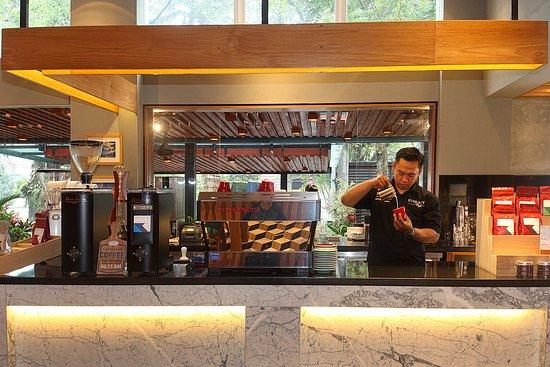 Ivory Hotel Bandung: Bar